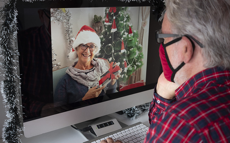 Celebrating the Holidays with Seniors During a Pandemic