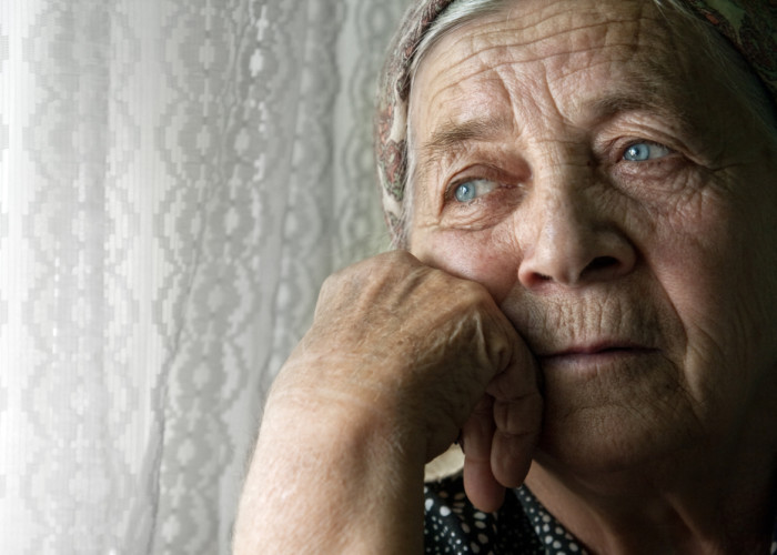 4 Key Warning Signs of Senior Depression